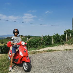 in vespa in the Langhe for bachelor party