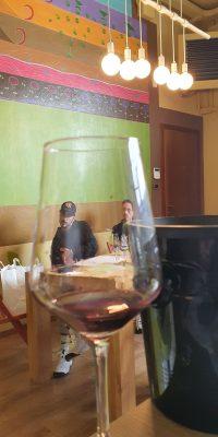 Visione attraverso il vino