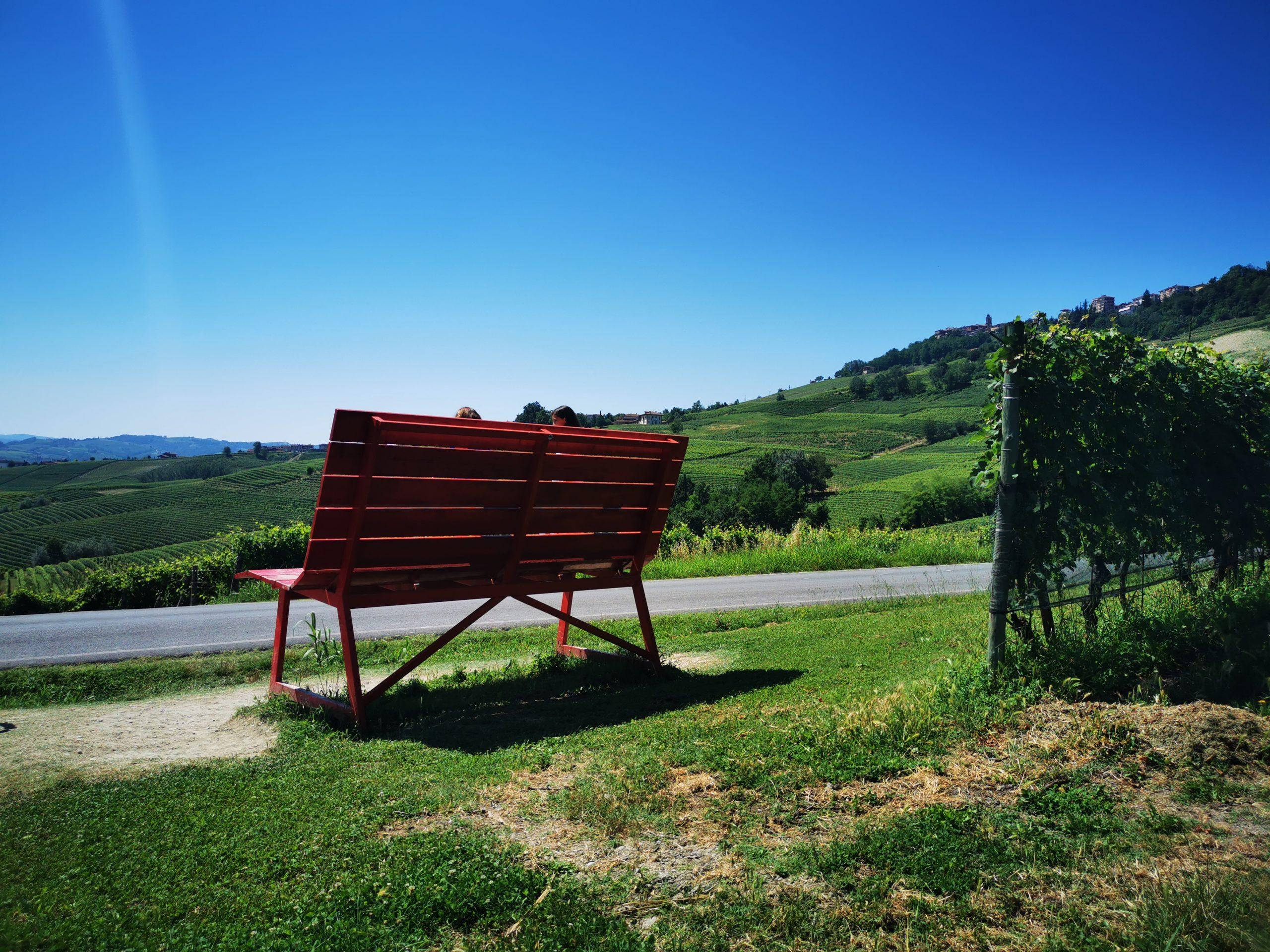 La panchina rossa a La Morra